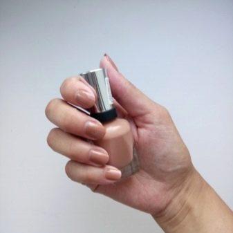 Чому лак на нігтях пузириться? Чому з'являються бульбашки після нанесення і висихання? Як цього уникнути?