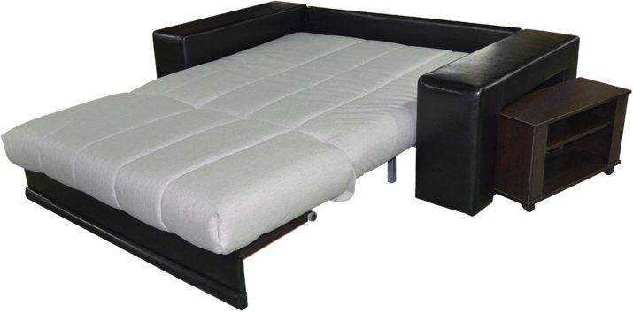 Чорно-білі дивани (35 фото): особливості кутових і прямих диванів. Як поєднувати дивани чорно-білого кольору в інтер'єрі? Дивани «книжки» і інші різновиди в чорно-білих тонах