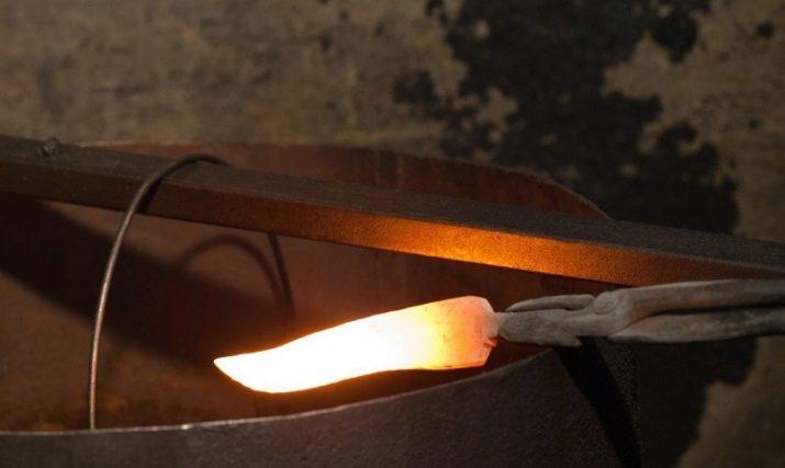 Ковані кухонні ножі (17 фото): опис ножів ручної роботи для кухні, гарні приклади ножів ручного кування