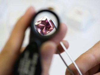 Штучний гранат: що це таке? Як відрізнити натуральний камінь від підробки?